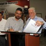 Charles Fernandes, Elmo Vaz e Jaques Wager na assinatura das ordens de serviços