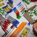 Itens básicos usados em sala de aula, como estojo de lápis, cola e régua têm tributos escondidos que representam mais de 40% de seus preços, como mostra a tabela abaixo elaborada pela Associação Comercial de São Paulo (ACSP). Foto reprodução