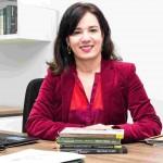 Cristiana Nepomuceno de Sousa Sores, graduada em Direito e Biologia, é pós-graduada em Gestão Pública e especialista em Direito Ambiental. Professora de Direito Administrativo da Universidade de Itaúna/MG, atualmente ela preside a Comissão de Direito de Energia da OAB/MG. Foto: Divulgação