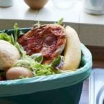 O estudo aponta que a maior parte do desperdício acontece nos domicílios: 11% do total de alimentos disponíveis na fase de consumo da cadeia de abastecimento. Foto: relacionada / reprodução.